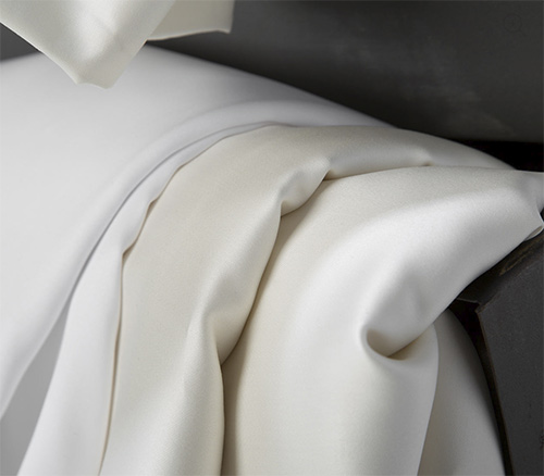 Smooth silky cotton sateen bed linens